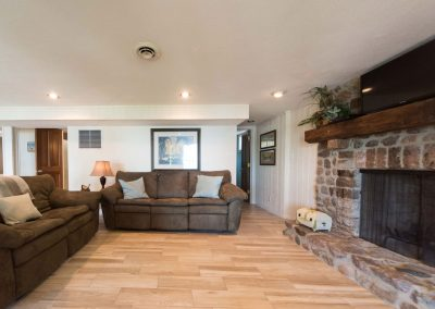 Barefoot Properties | Kentucky Lake Vacation Rentals | Lake Houses | Living Room | Fireplace