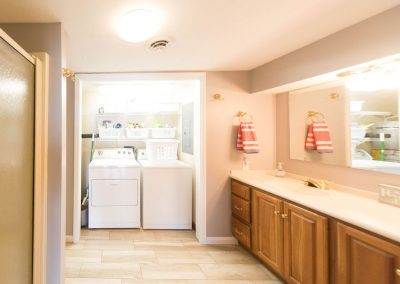 Barefoot Properties | Kentucky Lake Vacation Rentals | Lake Cottage | Huge Master Bathroom