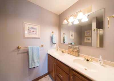 Barefoot Properties | Kentucky Lake Vacation Rentals | Lake Cottage | Bathroom | Double Sinks