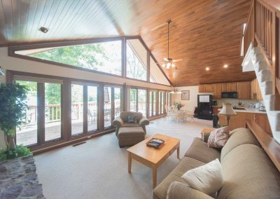 Barefoot Properties | Kentucky Lake Vacation Rentals | Lake Cottage | Open Concept Great Room