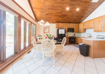 Barefoot Properties | Kentucky Lake Vacation Rentals | Lake Cottage | Open Concept Kitchen