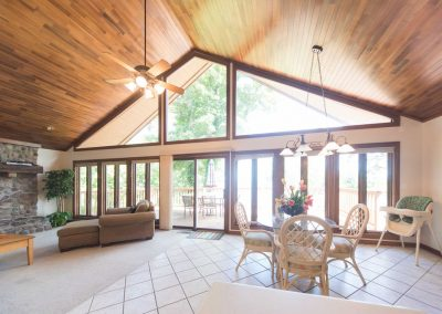 Barefoot Properties | Kentucky Lake Vacation Rentals | Lake Cottage | Fully Furnished | Breakfast Nook | Living Room