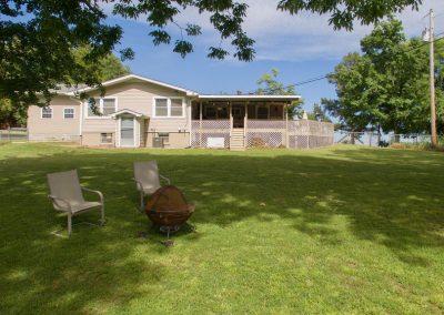 Barefoot Properties | Kentucky Lake Vacation Rentals | Backyard
