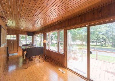 Barefoot Properties | Kentucky Lake Vacation Rentals | Living Room | Sun Porch