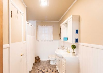 Barefoot Properties | Kentucky Lake Vacation Rentals | Bathroom