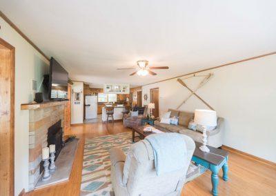 Barefoot Properties | Kentucky Lake Vacation Rentals | Living & Eating Area