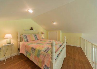 Barefoot Properties | Kentucky Lake Vacation Rentals | Lake House | Loft Bedroom