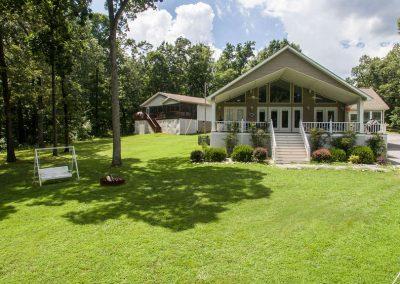 Barefoot Properties | Kentucky Lake Vacation Rentals | Lake Cottage | Lake View | Green Back Yard