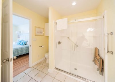 Barefoot Properties | Kentucky Lake Vacation Rentals | Lake Cottage | Lake View | Bathroom