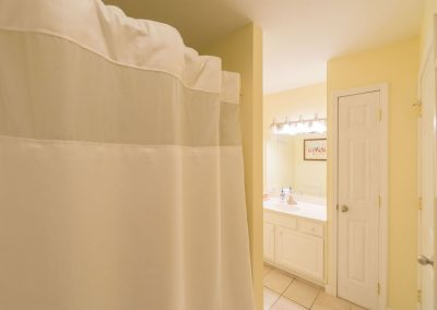 Barefoot Properties | Kentucky Lake Vacation Rentals | Lake House | Lake View | Bathroom