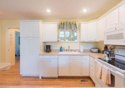 Barefoot Properties | Kentucky Lake Vacation Rentals | Lake House | Laundry Room | Kitchen