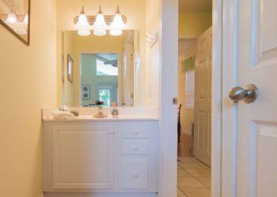 Barefoot Properties | Kentucky Lake Vacation Rentals | Lake House | Powder Room