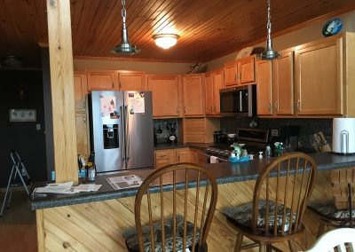 Barefoot Properties | Kentucky Lake Vacation Rentals | Short & Long Term Rentals | Birmingham Pointe Event Center | Kentucky Lake | Cottage | Kitchen | Bar