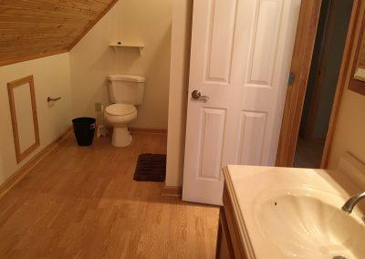 Barefoot Properties | Kentucky Lake Vacation Rentals | Short & Long Term Rentals | Birmingham Pointe Event Center | Kentucky Lake | Cottage | Bathroom