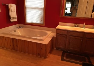 Barefoot Properties | Kentucky Lake Vacation Rentals | Short & Long Term Rentals | Birmingham Pointe Event Center | Kentucky Lake | Cottage | Master Bathroom